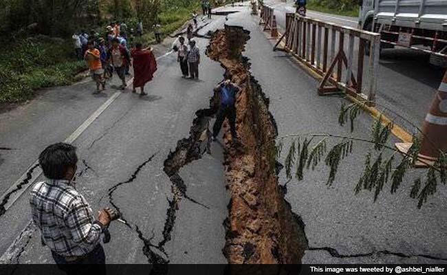 nepal-quake-broken-road